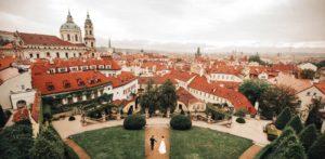Vrtbovka zahrada v Praze - svatební foto Denča a Kuba